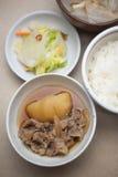 Cocina japonesa Nikujaga (carne-patata) Foto de archivo libre de regalías