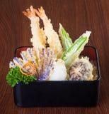 Cocina japonesa tempura Verdura frita de la mezcla en el backg Imagen de archivo libre de regalías