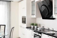 Cocina moderna con muebles elegantes Imagen de archivo