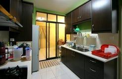 Cocina moderna del apartamento Fotos de archivo libres de regalías