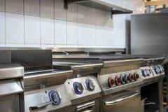 Cocina moderna en el restaurante Imagen de archivo