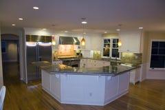Cocina moderna lujosa remodelada Foto de archivo