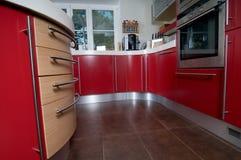 Cocina moderna roja Imagen de archivo libre de regalías