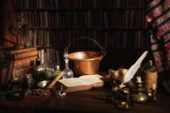Cocina o laboratorio del alquimista Imagen de archivo libre de regalías