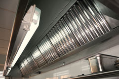 Cocina profesional, dispositivos de escape Imagen de archivo libre de regalías