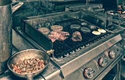 Cocina real del restaurante del bar y grill, entonada imágenes de archivo libres de regalías