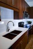 Cocina remodelada moderna Fotografía de archivo libre de regalías