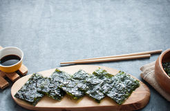 Cocina secada del asiático de las obleas de la alga marina imagenes de archivo