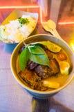 Cocina tailandesa tradicional, curry rojo con el pato asado imagen de archivo
