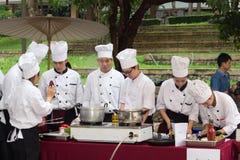 Cocinando la escuela de la competencia de los estudiantes de la gestión de negocio (cocinero menor del hierro) Foto de archivo