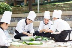 Cocinando la escuela de la competencia de los estudiantes de la gestión de negocio (cocinero menor del hierro) Foto de archivo libre de regalías