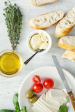 Cocinar bruschetta italiano, baguette, aceite de oliva, tomates de cereza Imagenes de archivo