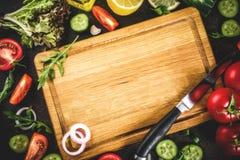 Cocinar el fondo, ingredientes de la ensalada fotografía de archivo