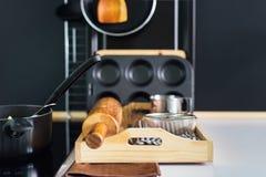 Cocinar el panel accesorio del negro de la composición de la cocina Fotos de archivo