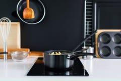 Cocinar el panel accesorio del negro de la composición de la cocina Fotografía de archivo
