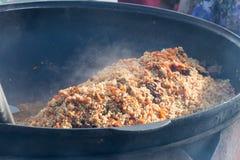 Cocinar el pilaf del Uzbek Foto de archivo libre de regalías