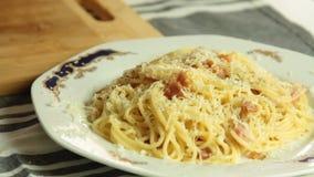 Cocinar el recibo italiano del carbonara del spagetti de la comida metrajes