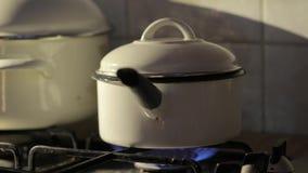 Cocinar el vapor del pote almacen de metraje de vídeo