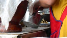 Cocinar estilo tailandés o Isan almacen de metraje de vídeo