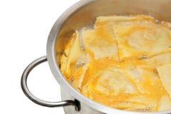 Cocinar grandi italiano sabroso de los raviolis, proces graduales Fotos de archivo