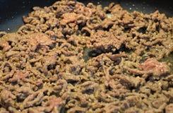 Cocinar la carne picadita Fotos de archivo libres de regalías
