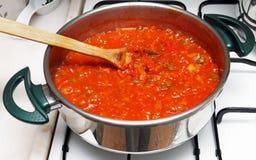 Cocinar la comida Imagen de archivo libre de regalías