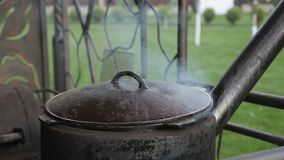 Cocinar la comida en Kazán metrajes