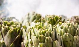 Cocinar las alcachofas Fotos de archivo libres de regalías