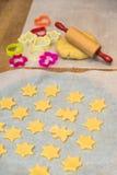 Cocinar las galletas de la Navidad Imagen de archivo