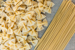 Cocinar las pastas de los macarrones Fondo del alimento Fotos de archivo libres de regalías