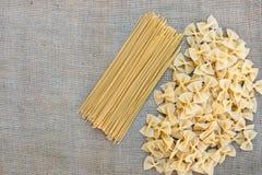 Cocinar las pastas de los macarrones Fondo del alimento Fotografía de archivo