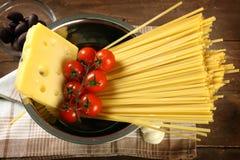 Cocinar las pastas italianas Foto de archivo