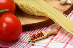 Cocinar las pastas italianas Imagen de archivo