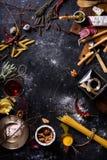 Cocinar los ingredientes, marco del menú Pastas italianas, aperitivo Fotografía de archivo libre de regalías