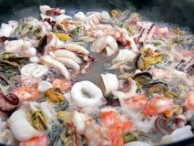 Cocinar los mariscos Foto de archivo libre de regalías