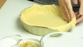 Cocinar receta de la quiche almacen de video