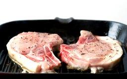Cocinar tajadas de cerdo Imagenes de archivo