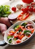 Cocinar verduras mezcladas Fotos de archivo libres de regalías