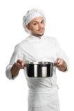 Cocinero con la cacerola de la cocina del metal fotografía de archivo