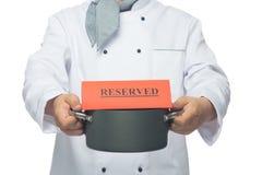 cocinero con la cacerola a disposición Imagen de archivo
