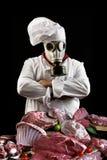 Cocinero con la careta antigás con la carne Imagen de archivo libre de regalías