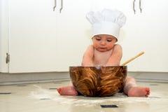 Cocinero de amasamiento del bebé imágenes de archivo libres de regalías