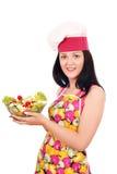 Cocinero de la muchacha que sostiene el plato con la ensalada Foto de archivo