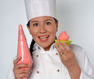 Cocinero de la mujer de los pasteles Fotos de archivo libres de regalías