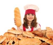 Cocinero de la niña con pan Fotografía de archivo