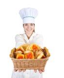 Cocinero de sexo femenino con las galletas Fotografía de archivo