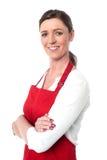 Cocinero de sexo femenino confiado alegre fotografía de archivo libre de regalías
