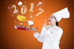 Cocinero de sexo femenino del mago con los números 2017 Fotos de archivo libres de regalías