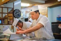 Cocinero de sushi japonés Foto de archivo libre de regalías