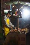 Cocinero del Bbq en la parada de calle, Vietnam Foto de archivo libre de regalías